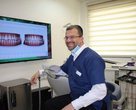 מרפאה מומחה יישור שיניים שקוף בלתי נראה אינויזליין